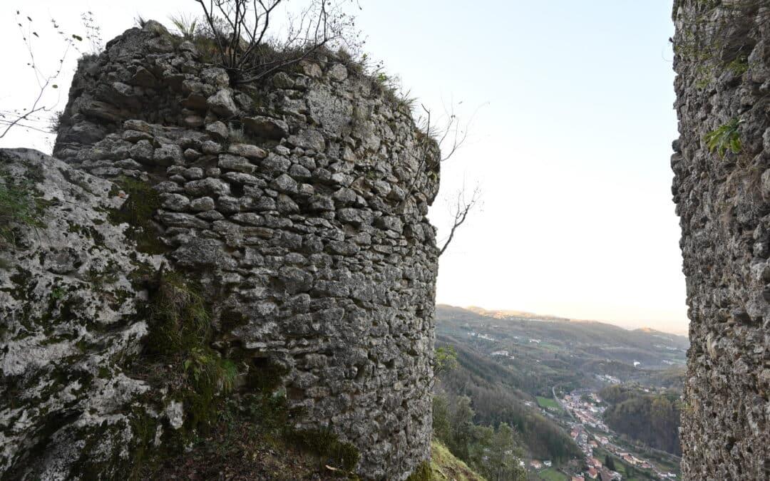 IL CASTELLO NEL PARCO RIEMERGE DAL BOSCO
